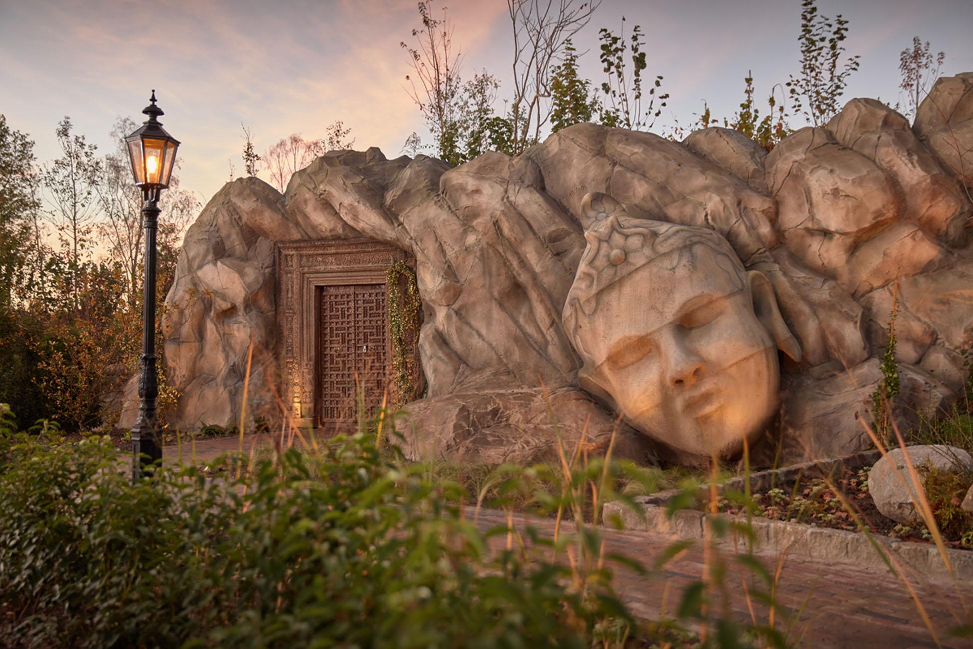 beton-rotswand-buddha-zoutwaterbad-thermen-bussloo-C